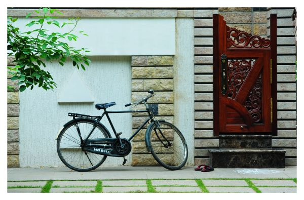 A door and a bike by its side. I love the setting.