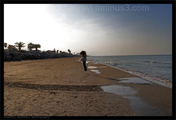 hossein khosravi girl jumping at the beach