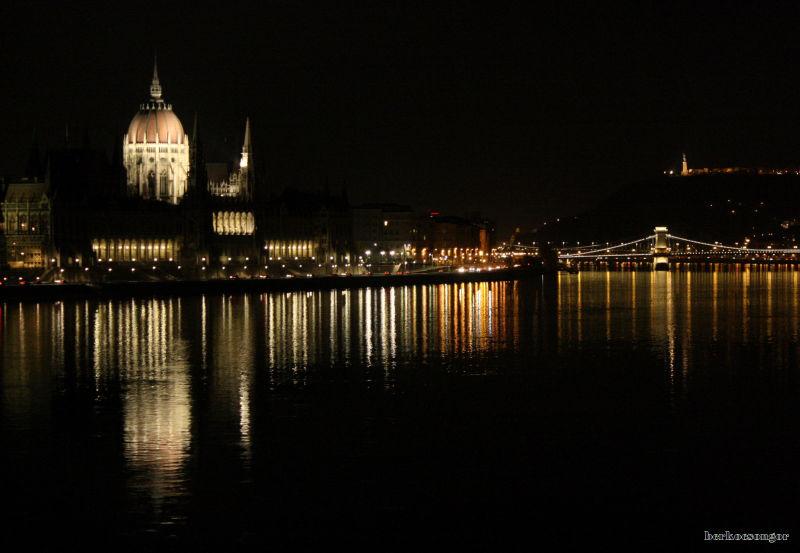 The hungarian parliament at night.
