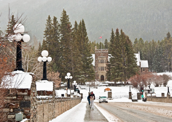 Snowing at street Banff Spring Hotel