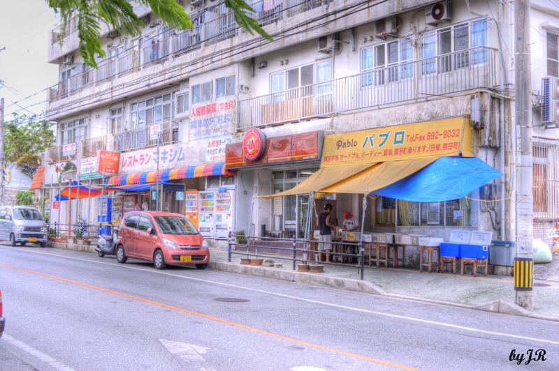 Street vendors sell bentos.
