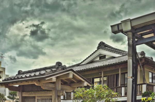 A new Okinawan house using a traditional style.