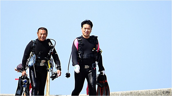 A couple of Okinawan divers come up for a break.