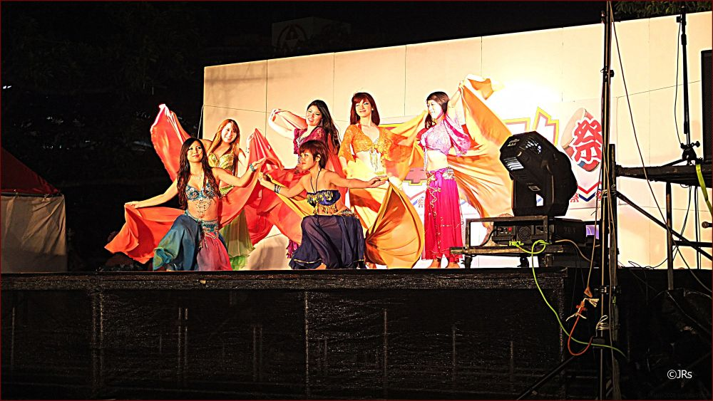 The final act of the belly dancing show:)