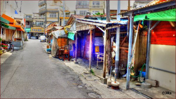 Color popping street scene:)