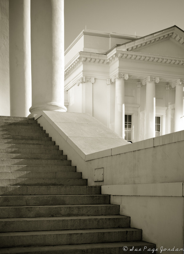 Morning on the Capitol Steps in Richmond