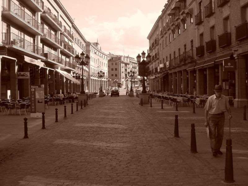 Una Calle Alli