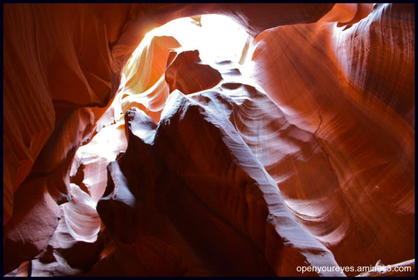 When light creeps in the canyon