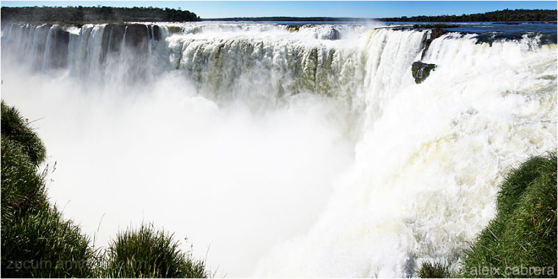 Devil's Throat, the huge waterfall in Iguazú