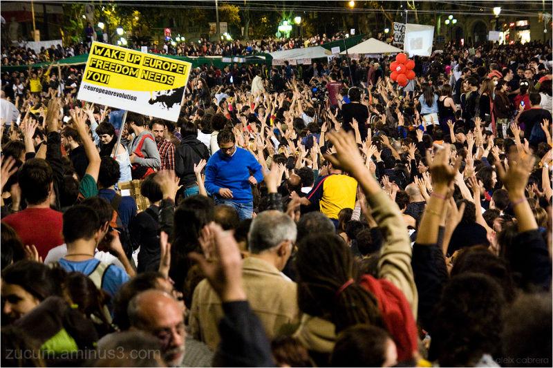 Acampada a BCN contra la crisi social i política