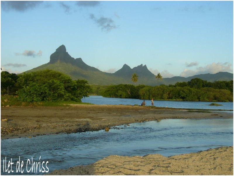 Montagne et rivière à l'Ile Maurice