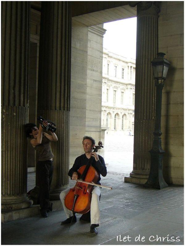 Un musicien filmé dans la rue