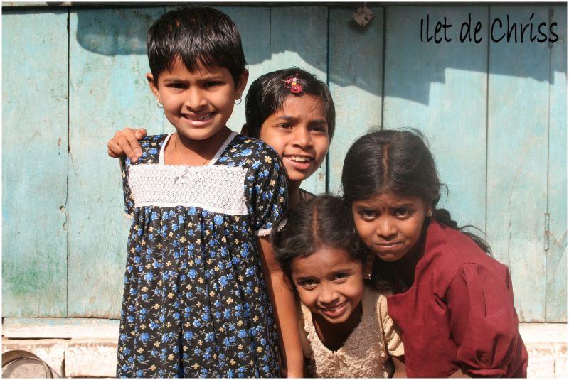 Quatre filles indiennes dans la rue