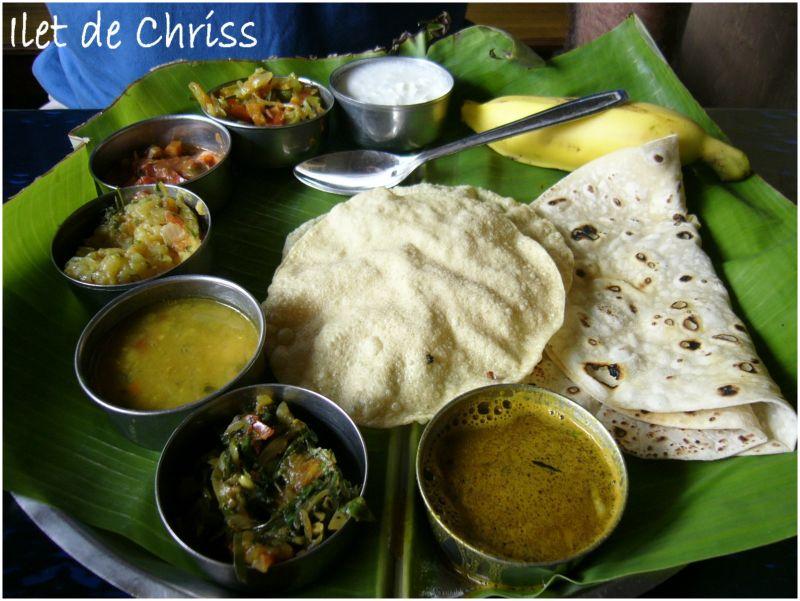 Un thali, repas indien complet sur un plateau