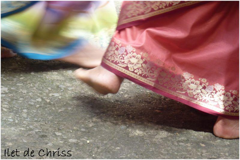 Une indienne en sari rouge