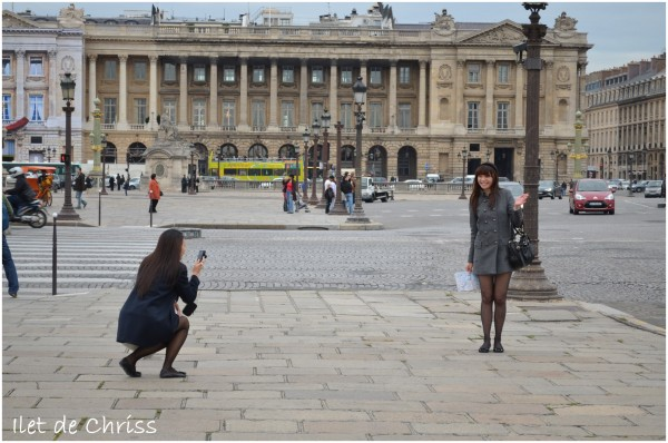 Deux filles à la Concorde