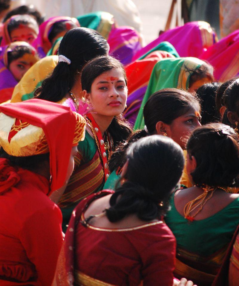 Girl wearing traditional marathi saree