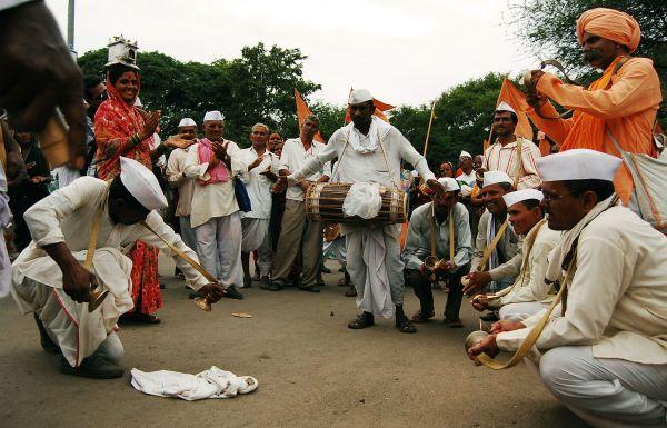 Dancing their way during Palkhi