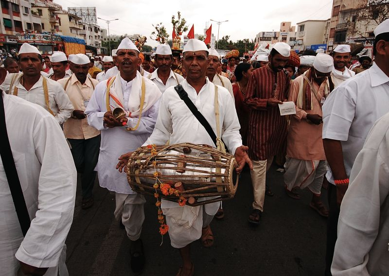 Dancing their way during Palkhi