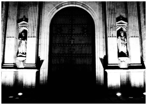 La puerta de la catedral