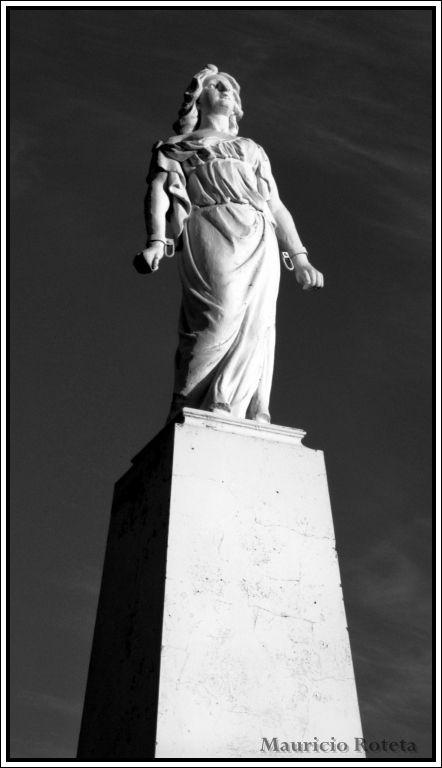 Estatua de la Libertad (Tres Arroyos - BA - Arg)