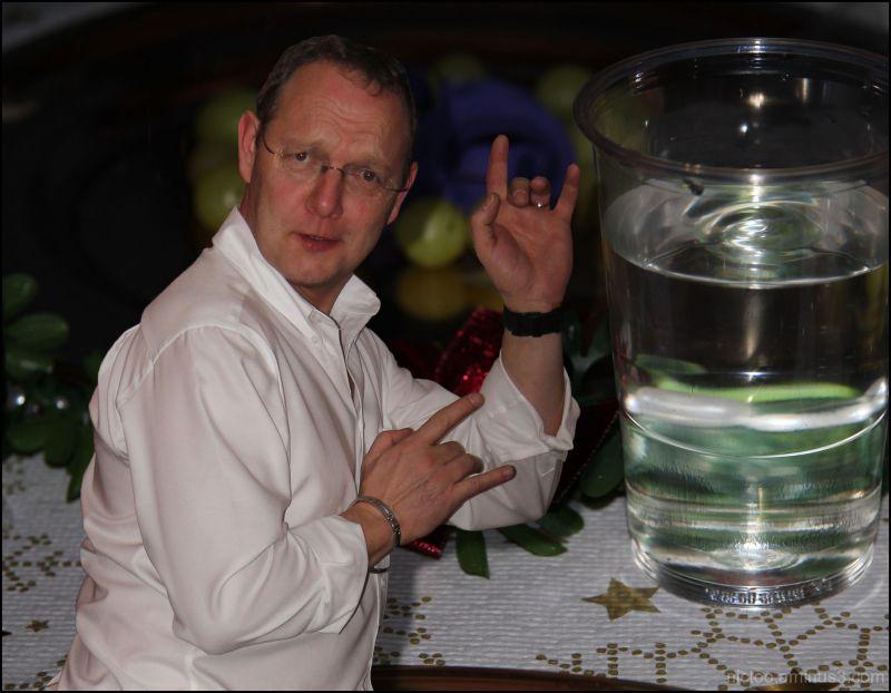 l'alcool non...l'eau ferugineuse hic...oui...