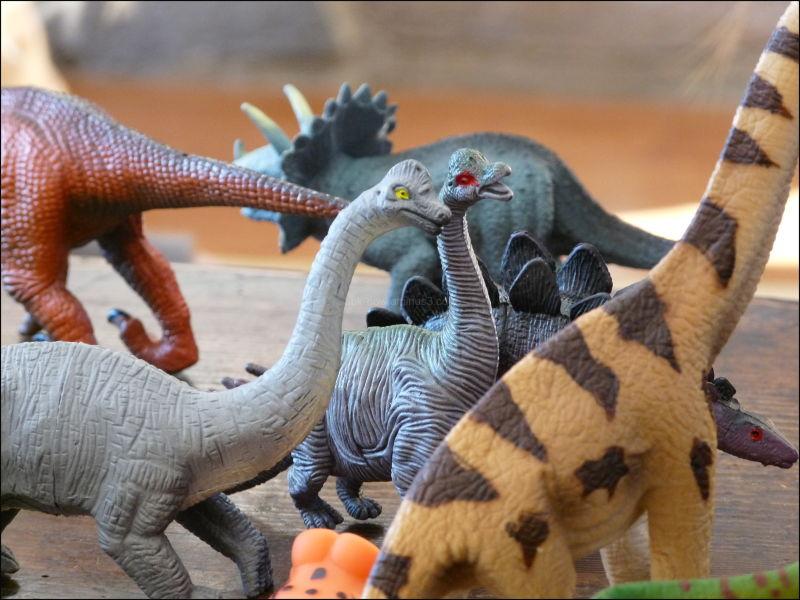 dinosaurs toys plastic