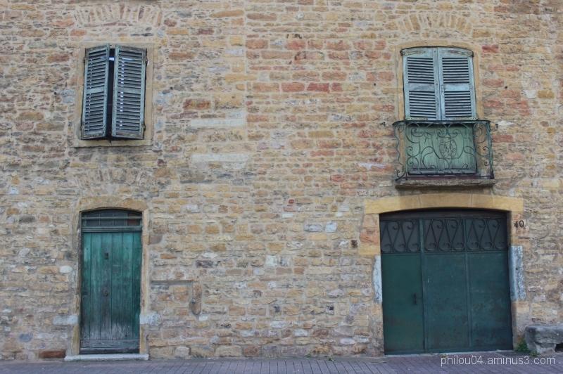 2 portes et 2 fenêtres