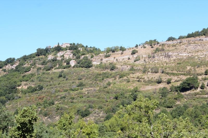 Montjustin (2) - Le village sur la crête
