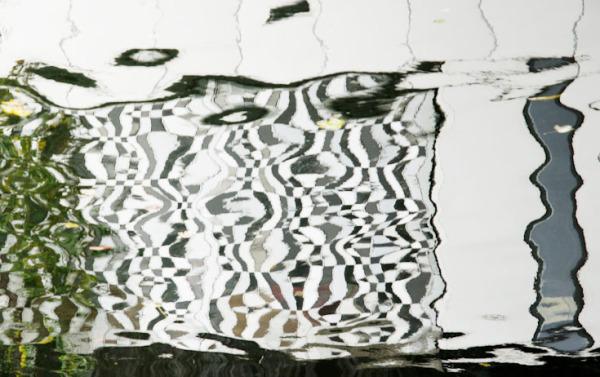Relflectopn in water