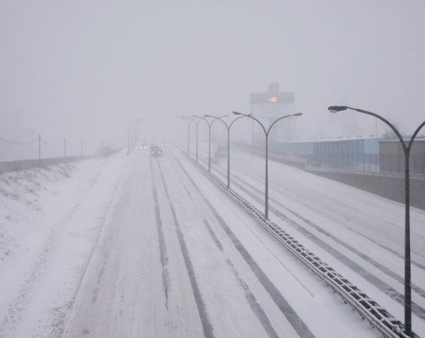Toronto Winter snowstorm highway Gardiner cold
