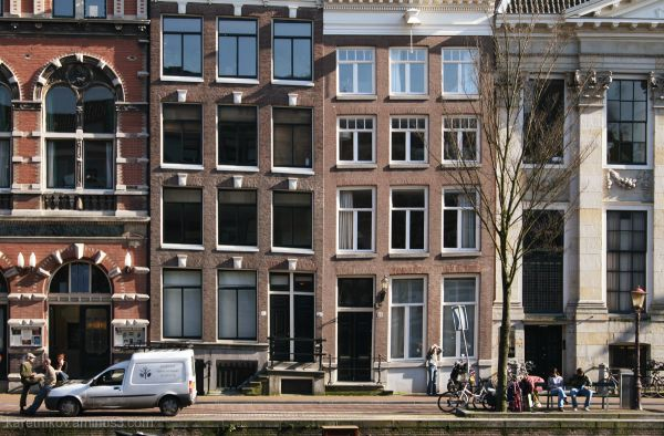 Amsterdam, where no line is straight # 3