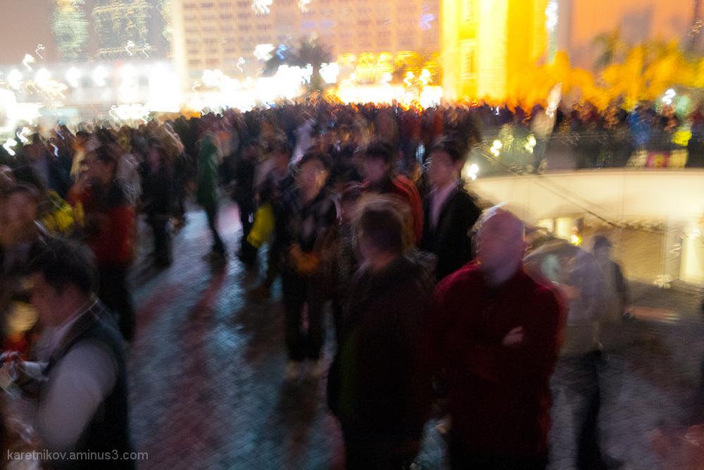 The crowd (à la Ensor)