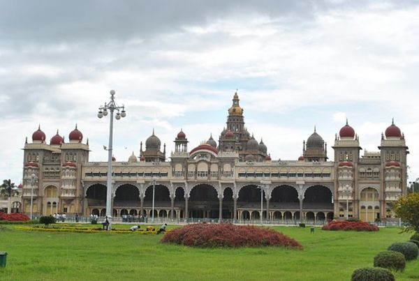Mysore Palace: Depicts the stories of the Past.
