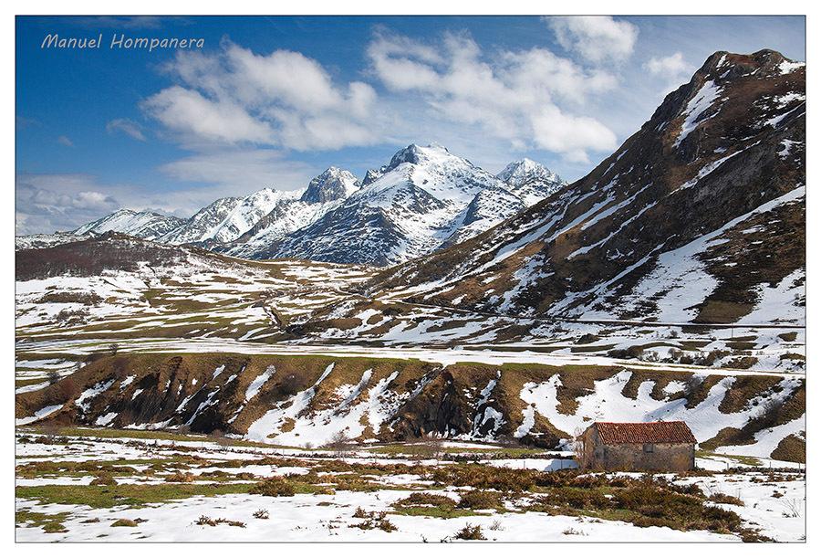 La casita y las montañas
