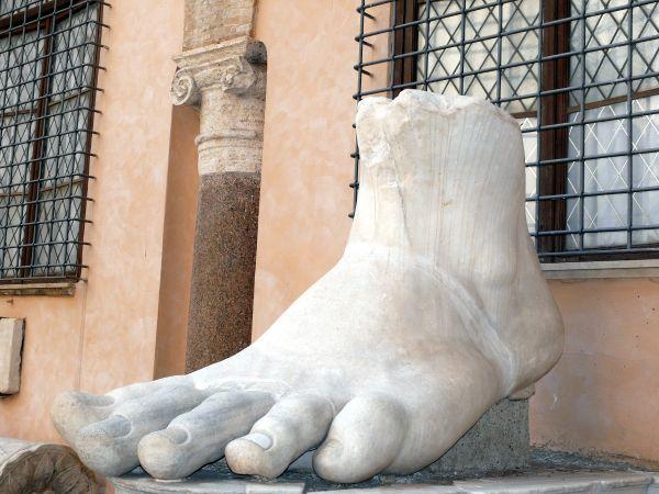 rome italie contantin pied orteil musée capitole