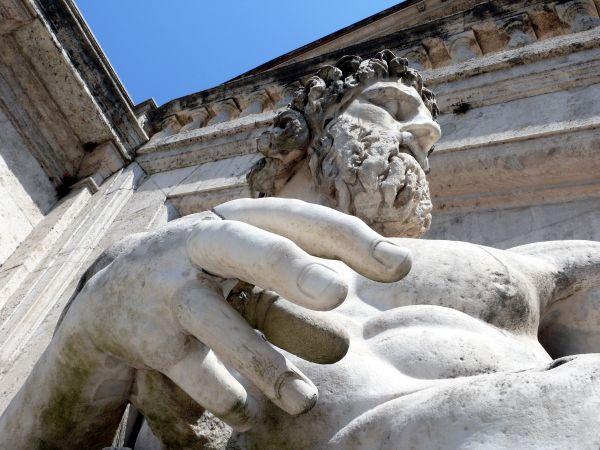 rome italie statue monument main doigts