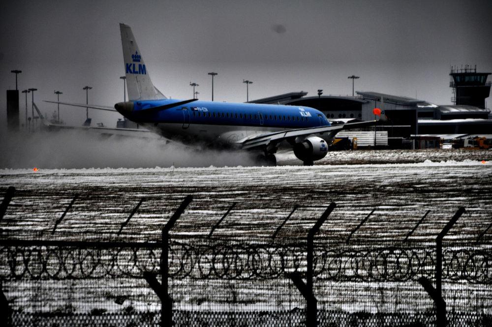 Snowy take off...