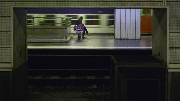 RER C  La lectrice