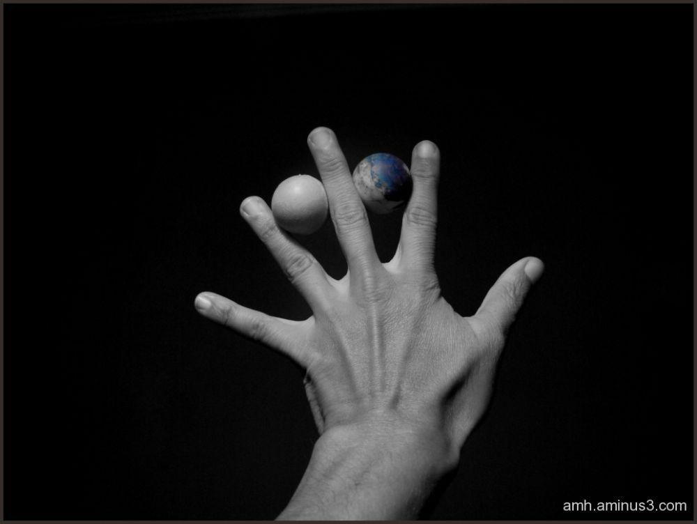 Esferas y mano