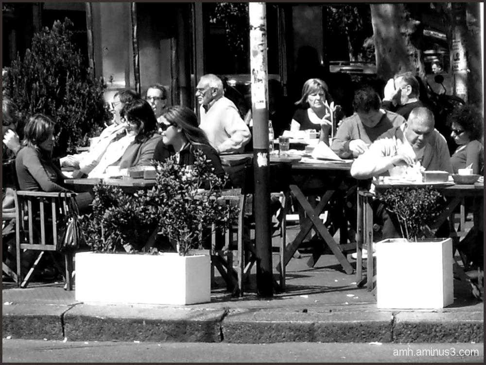 Desayunando en un cafe de  Buenos Aires