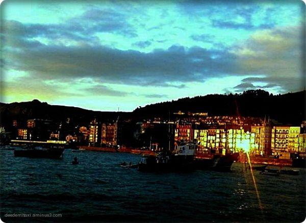 castro urdiales -cantabria amanece en el puerto