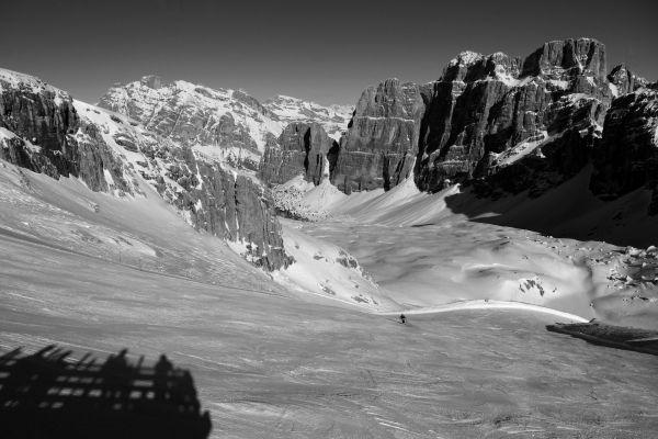 skiing down lagazuoi, dolomites, italy