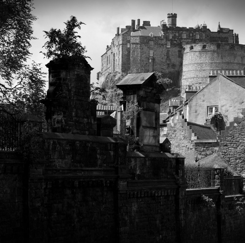 edinburgh castle from behind