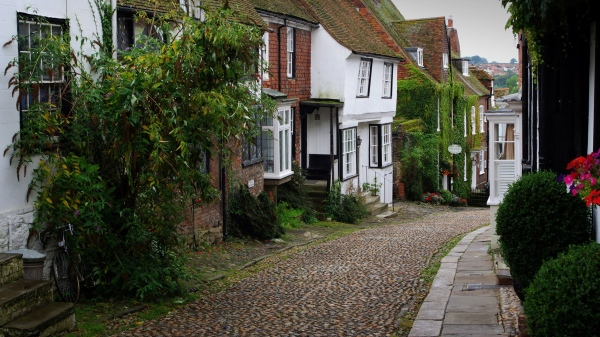 picturesque mermaid street, rye, east sussex