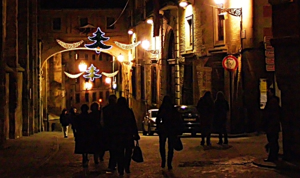 street scene, christmas lights, night, toledo