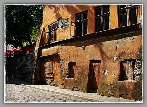 tallinn, old town, house in need of repair