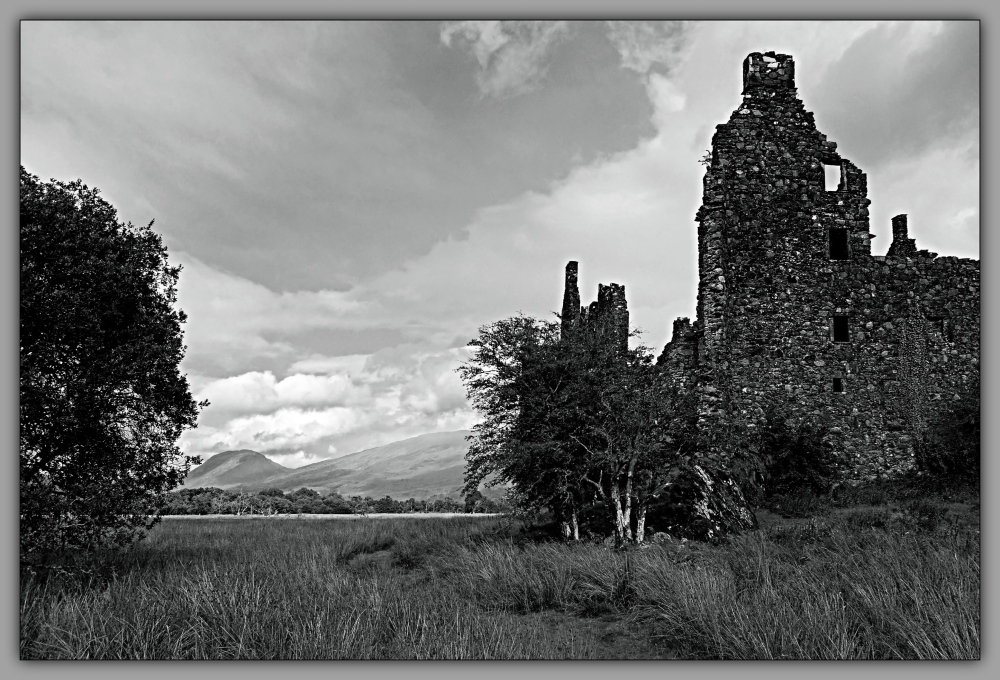 scotland, kilchurn castle, monochrome
