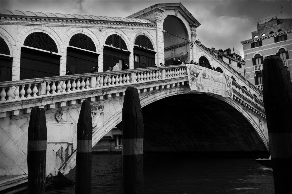venice, rialto bridge, canal grande, bw