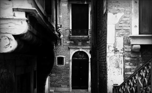 venice, narrow street, bw